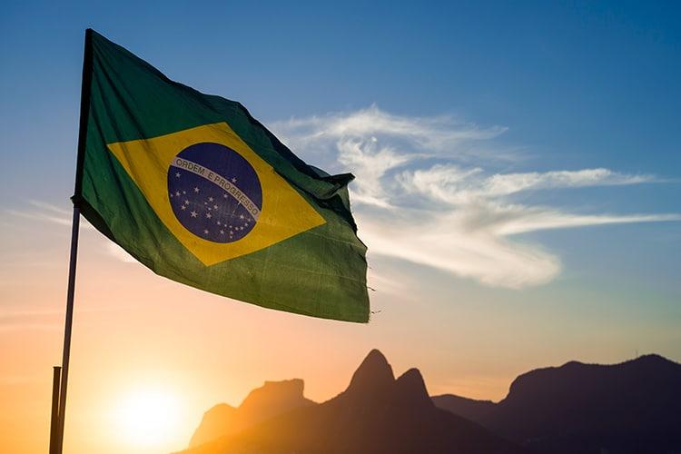 bandera de brasil al atardecer 01