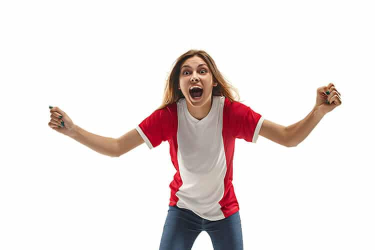 Mujer-festejando-ganar-apuestas-deportivas-de-Perú