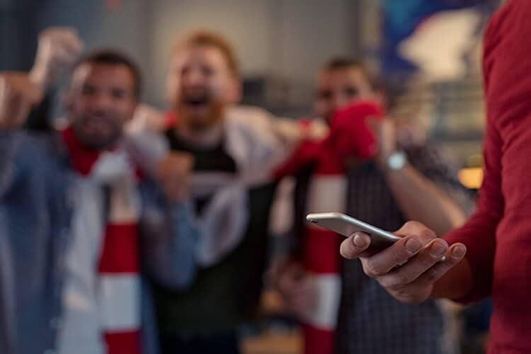 Peruanos-festejando-un-gol  Apuestas online